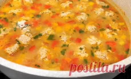Вкусный суп с фрикадельками за 20 минут: когда нет времени Всего 20 минут – и вкусный суп с фрикадельками можно подавать на обеденный стол. Это первое блюдо вполне может быть диетическим: просто не добавляйте муку, а вместо белого риса используйте коричневый. Если же диету не соблюдаете, подайте суп с домашней сметаной и вкусными лепешками: пальчики оближешь.