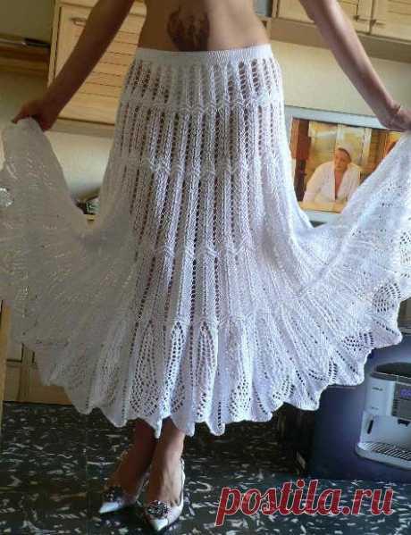 Las faldas adornadas veraniegas por los rayos \u000d\u000aLa falda adornada blanca\u000d\u000a\u000d\u000a\u000d\u000a\u000d\u000aLa faldita por las ondas\u000d\u000a\u000d\u000a¡Esta faldita está en consonancia fácilmente en tres tardes!\u000d\u000a\u000d\u000a La falda en el estilo 70 hasta los tobillos es vinculada por los rayos por una tela de arriba abajo. Las dimensiones de la falda: 32\/34 (36\/38 40\/42, 44\/46, 48 …