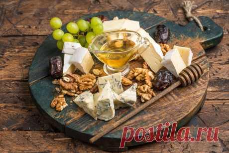 Сырную нарезку на столе грамотные люди давно заменили на сырную тарелку: с медом, фруктами и джемом. Рассказываю, что это | Северяночка | Яндекс Дзен