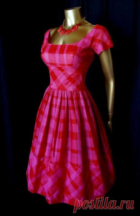 30 PERCENT OFF FOR 5 DAYS ONLY... Cherry's date night... Vintage 50's Red and Pink Madras SAKS FIFTH AVENUE Party Dress   Скромно и красиво