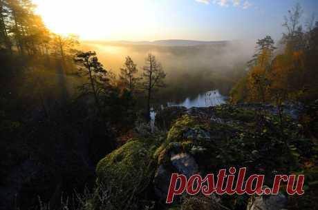 Осеннее утро на реке Ай, Южный Урал. Автор фото — Илья Логачёв: nat-geo.ru/photo/user/121060/