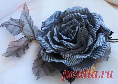 Особенности процесса создания различных самодельных украшений. Подготовительные мероприятия и самый простой способ изготовления эффектного цветка из любого вида ткани.