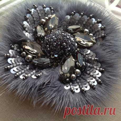 #lovelyworks Украшение с мехом норки.Вышивка на шелковой органзе.  #бисер #пайетки #канитель #бусины #стразы
