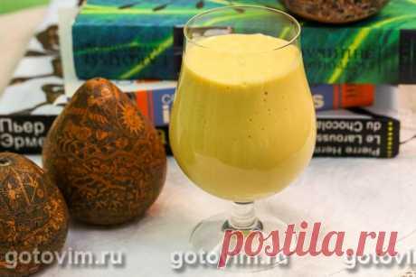 Молочный коктейль с мороженым и манго. Рецепт с фото Мякоть спелого сочного манго легко превращается в пюре, на основе которого можно приготовить самые разные напитки. Начну с самого простого рецепта – молочного коктейля. Конечно, можно ограничиться только молоком, но с мороженым будет точно вкуснее. А еще советую для аромата добавить несколько капель свежевыжатого сока лимона и чайную ложку апельсинового ликера.