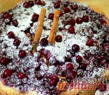 Перевернутый клюквенный пирог Очень вкусный, праздничный, красивый десерт. Рецепт не сложный, а результат Вас порадует. Яйцо — 1 шт; Сливочное масло — 100 г; Корица — 0, 5 ч.л.; Клюква свежая или замороженная — 2 стак.; Ваниль — 1 упак.; Мука — 300 г; Разрыхлитель — 1, 5 ч.л.; Соль — 0, 25 ч.л.; Молоко — 100 мл; Сахар — 1 стак.;