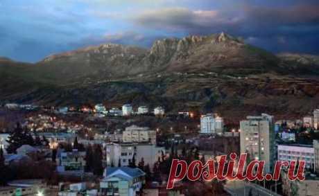 Лучший отдых в Алуште, Крым: достопримечательности, цены, экскурсии, обзор города, жилье в Алуште, гостиницы и отели, туры. Погода в Алуште, карта города, где хорошо отдохнуть в Алуште.