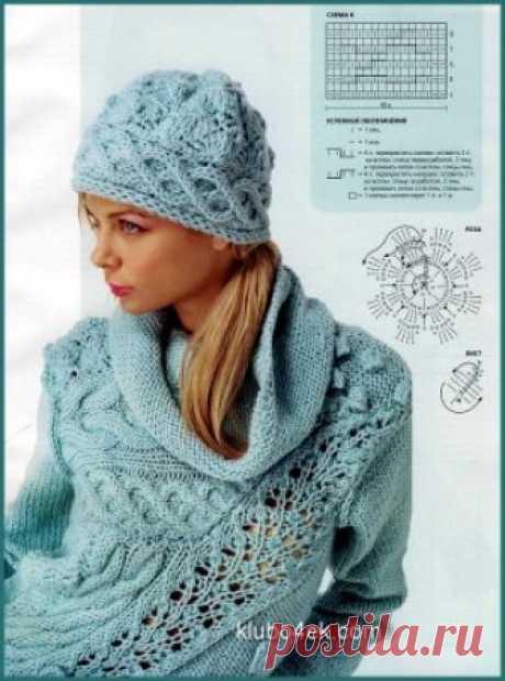 Вязаный спицами женский голубой пуловер и вязаная спицами женская шапочка.