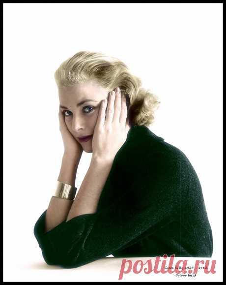 Grace Kelly 1929 - 1982 - in 1954