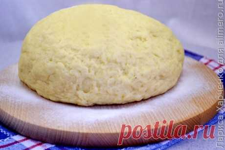 Рецепт творожного теста, который заслуживает вашего внимания.  творог (жирный, лучше домашний) - 300 г - молоко (можно домашнее) - 150 мл - растительное масло (без запаха) - 150 мл - яйцо - 1 шт. - сахар - 4 ч. л. - соль - 0,5 ч. л. - разрыхлитель - 3 ч. л. - мука (желательно просеянной пару раз) - 500 - 600 г