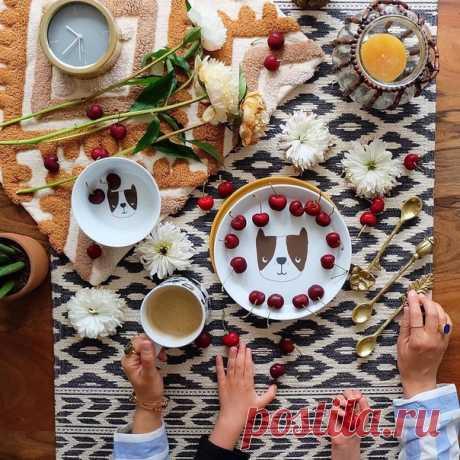 Субботнее утро – время особенное! ☕🌿 Побалуйте себя и своих близких вкусным завтраком, а мы поможем вам в этом, поделившись рецептами простых и всеми любимых лакомств. • Сырники с ванилью ( • Панкейки ( • Маффины с бананом и сгущенкой ( • Брауни ( • Венские вафли ( Желаем вам отличных выходных и прекрасного настроения! 🌈 #HMMood