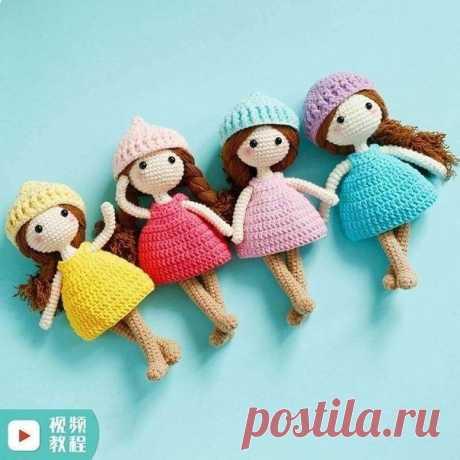 Вяжем маленькую куклу-игрушку