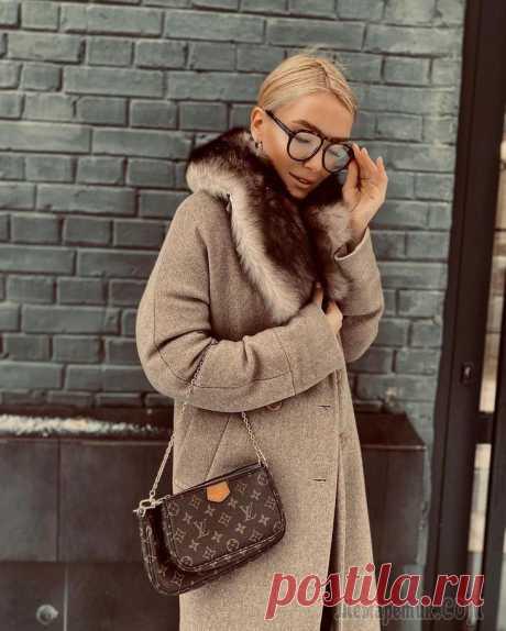 Модный цвет пальто 2021: самые трендовые и стильные экземпляры В текущем сезоне дизайнеры представили на мировых подиумах новые коллекции верхней одежды, в которых ведущая роль отведена коротким и длинным, однобортным и двубортным моделям, с запахом и виниловым п...
