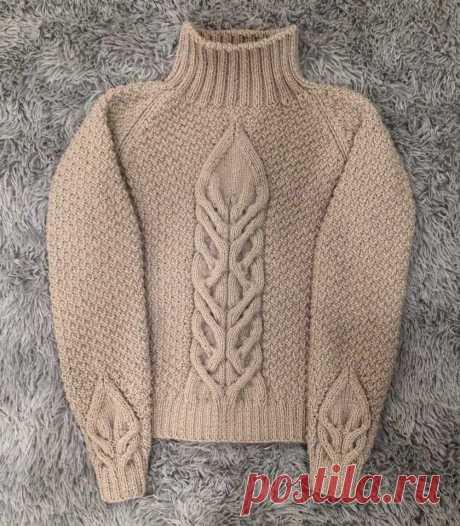 Модный свитер спицами.