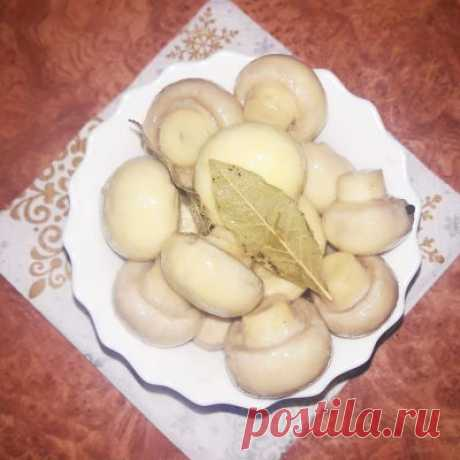 Маринованные грибы отлично могут разнообразить блюдо!