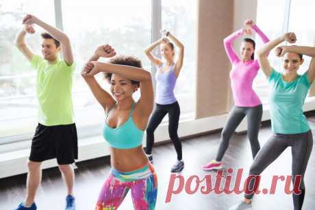 Зумба-фитнес: видео-уроки для начинающих Зумба-фитнес это обалденная фитнес-программа на основе популярных латиноамериканских ритмов.Тренировка в стиле Зумба позволит развить гибкость и пластику, выносливость, улучшить координацию и развить чувство ритма.
