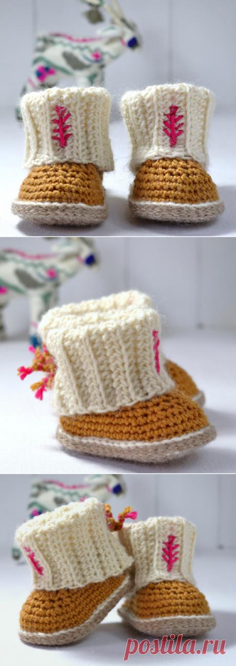 Ravelry: Mini Ugg Style Booties pattern by Caroline Brooke