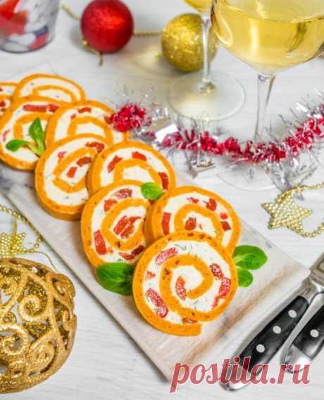 Томатный рулет с печеным перцем и сыром