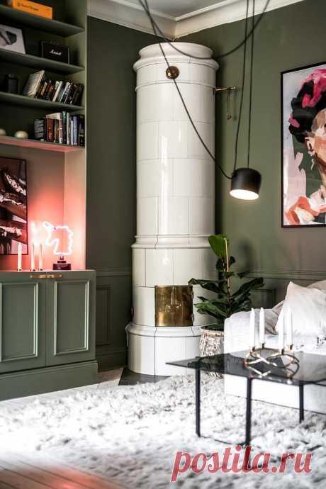 Зелёная квартира с неправильной планировкой Абсолютно все стены этой шведской квартиры зелёного цвета — необычное и смелое, но очень эффектное решение дизайнеров. Ещё более особенным это жильё делает неправильная планировка, из-за которой комна...