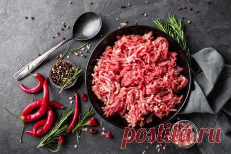 Блюда из свиного фарша: рецепты с фото от Шефмаркет Рецепты блюд из свиного фарша можно встретить практически в любых кулинарных книгах различных национальностей.