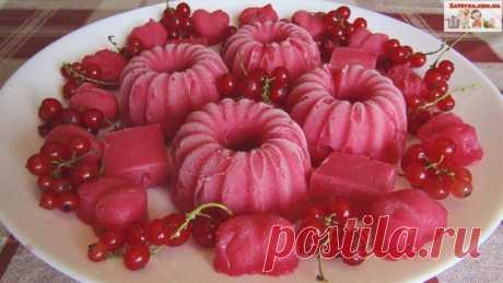 Десерт из красной смородины Десерт из красной смородины – вкуснейшее домашнее лакомство! В его состав входят только натуральные ягоды. Количества сахара можно регулировать на свой вкус. В качестве желирующего продукта лучше использовать агар-агар или пектин.Ингредиенты:красная смородина – 1 кг.;сахар – 250...