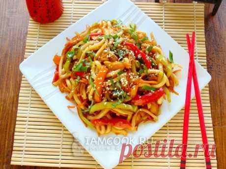 Лапша удон с кальмаром и овощами — рецепт с фото Вкусное и сытное блюдо из лапши удон и кальмара с овощами. Продукты обжариваются буквально в течении 10 минут и подаются к столу.