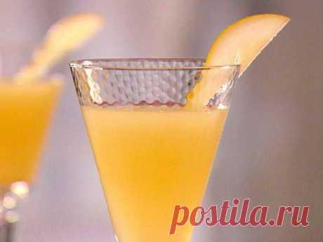 Пунш-коктейль «Беллини» со свежими персиками / Простые рецепты