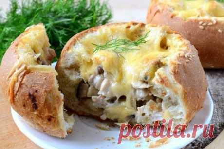 Жульен с курицей и грибами в булочках — Sloosh – кулинарные рецепты