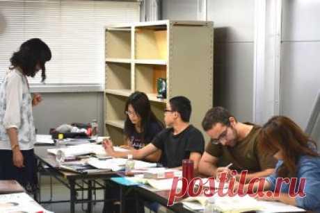 Kyoto Minsai Japanese Language School - обучение японскому языку в языковой школе Японии в Киото. В языковой школе Минсай предоставляется возможность не только изучать язык, но и больше узнать о культуре и традициях страны, повседневной жизни японцев. Программы рассчитаны на студентов от нулевого до продвинутого уровня. Впоследствии можно будет поступить в колледж или ВУЗ, чтобы усовершенствовать свои знания.