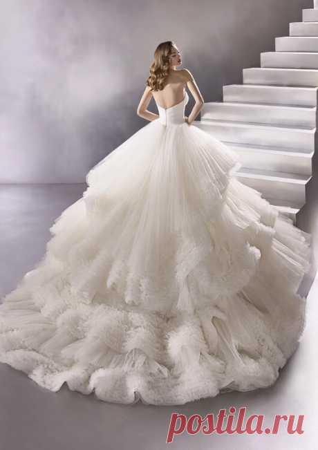 Vestidos de noiva Pronovias 2020: a coleção mais esperada que nos leva para lá das estrelas