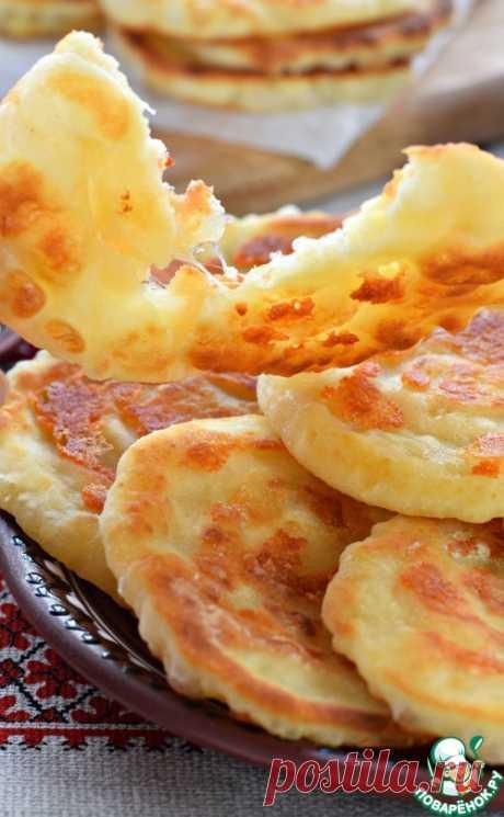 Лепешки сырные на сковороде – кулинарный рецепт