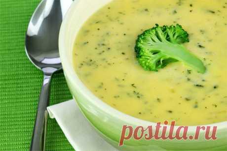 Постный суп из капусты брокколи  Ингредиенты (на 3–4 порции): 1/2 чашки оливкового масла, 1/2 луковицы, 2 большие чашки брокколи, 2 большие чашки цветной капусты, 4 чашки горячей воды (овощного бульона), 2 дольки чеснока (порезанные пополам), 2 ч. л. соли, перец по вкусу, можно добавить кумин.