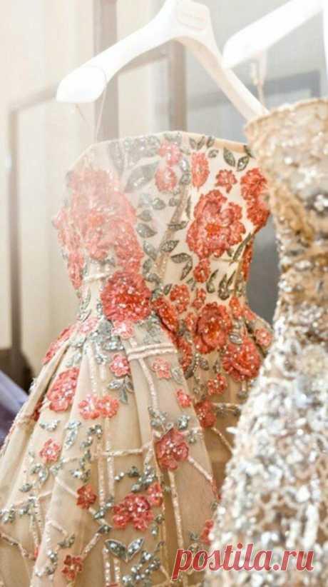 Нежные платья, вышитые цветами / Все для женщины