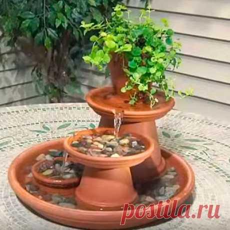 Мини-фонтан своими руками из глиняных горшков и тарелок  Многим кажется, что сделать фонтан очень сложно. Возможно, в этом есть доля правды. А вот сделать самому своими руками мини-фонтан абсолютно реально и под силу практически каждому. Он может украсить …