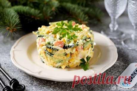 Салат с креветками и кукурузой.