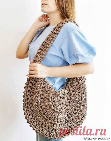 Вместительная сумочка-мешок из толстой пряжи