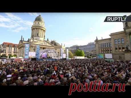 «Хор Турецкого» исполняет военные песни в Берлине - YouTube