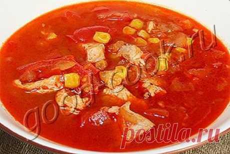 ¡La sopa de gallina de tomate con el pimiento y el maíz!.