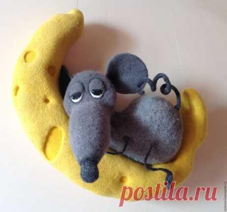 Купить Мышь на Луне - желтый, мышь, войлок, шерсть, валяная игрушка, ручная работа, луна