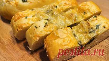 Багет с зеленью, чесноком и сыром! Сытно, вкусно и ароматно!