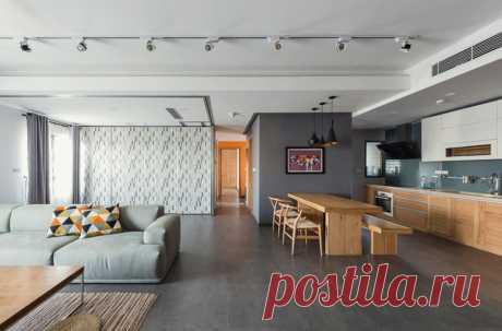 Квартира с мобильными стенами от Le Studio Дизайнерам удалось разработать достаточно гибкую планировку, которую можно легко поменять в любой удобный момент.