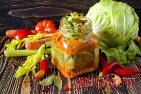 Слоёный салат из овощей: универсальная заготовка на зиму