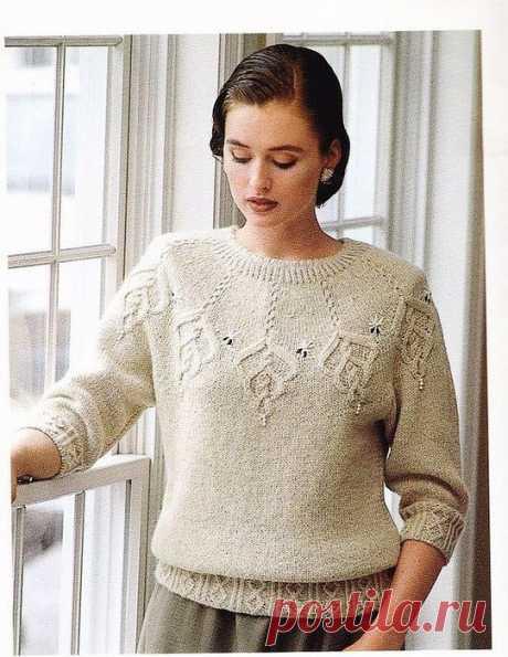 Пуловер спицами с красивой кокеткой
