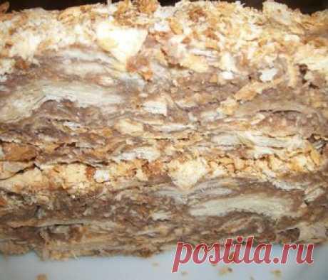 """Оригинальный торт """"Наполеон"""" (за пол часа)  Ингредиенты:   Слоеное без дрожжевое тесто- 1 упаковка 0.5кг   Крем:  - яйца - 3шт,  - сливочного масла - 200гр,  - молоко - 250мл,  - мука - 2чл,  - сахар - 100гр, - вареная сгущенка - 300мл  Приготовление:  Подготовка теста:  Слоёное тесто выложить на припорошенную мукой разделочную доску. Если оно замороженное, дождаться, когда станет мягким. Если тесто в виде толстого брикета, то раскатать его в пласт толщиной 4~5мм. Если тес..."""