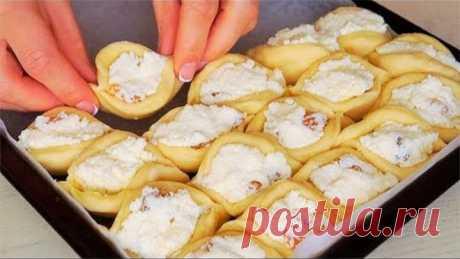 Все в Восторге от этого ПИРОГА. Его Вкус Божественный! Пирог С Творогом Рецепт очень вкусного и пирога с творожной начинкой. Такой пирог нравится всем!!! Нежная творожная начинка и мягкое, воздушное, сдобное тесто. Вкус потрясающий! Ингредиенты тесто: молоко (теплое) 200 мл сахар 50 г дрожжи сухие 1,5 ч.л яйцо 1 шт (+1 для смазывания пирога) соль 1/3 ч.л мука 450 г (+ -) масло сливочное (мягкое) 70 г …