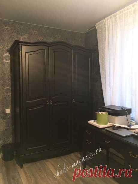Классический черный шкаф 3-х дверный