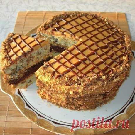 Очень вкусный торт «Витязь» Торт получается очень вкусным и самое главное совсем несложный в приготовлении. Украсит любое чаепитие как за праздничным столом, так и в семейном кругу.  Ингредиенты: Тесто: Мука – 2 ст. Яйца – 4 шт. Сахар – 1,5 ст. Масло слuвочное – 200 г Сметана – 200 г Сода – 1 ч. л. Орехи грецкие – 1 ст. Изюм – 1 ст. Какао- порошок – 2 ст.л.  Крем: Слuвочное масло – 200 г Вареная сгущенка – 1 бан.  Для украшения: Шоколад – 90 г  Приготовление:  1. Готовим т...