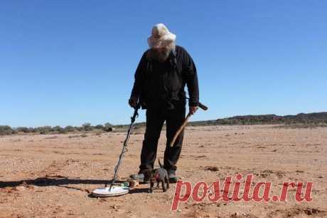 Австралийский пенсионер нашел крупный золотой самородок при помощи металлоискателя | В мире