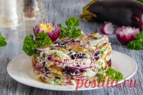 Салат с баклажанами, яйцом и маринованным луком - рецепт с фото