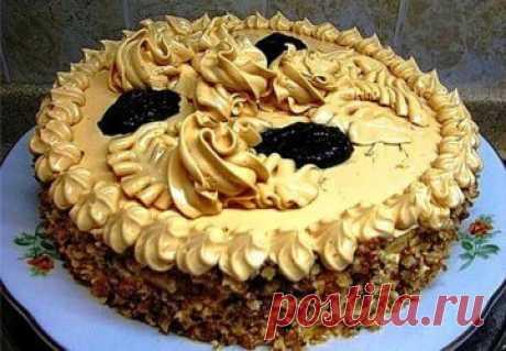 Украшение торта кремом из кондитерского шприца