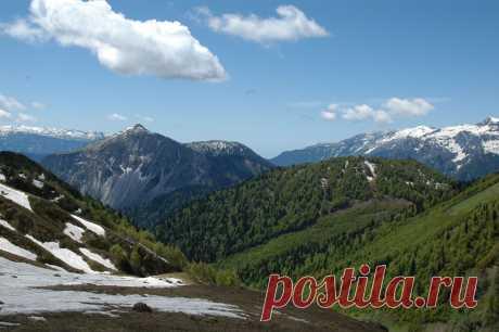 Кавказские горы. Вид на гору Ауадхару.